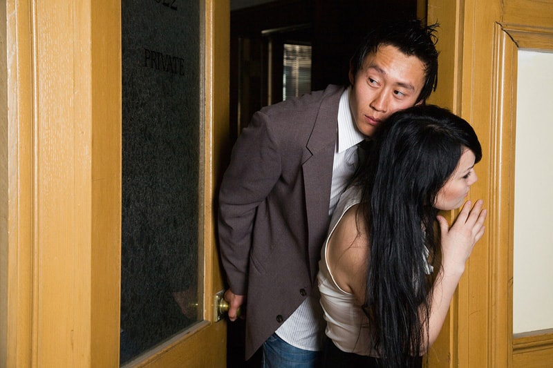 Cheating Spouse Exposed - Warning Signs of an Emotional Affair