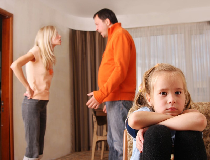 couple-with-kids-trying-dating-during-divorce.jpg