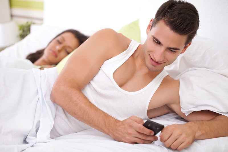 How Do Men Cheat? Here's How