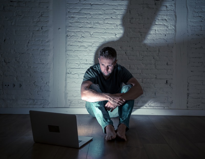 person-dealing-with-digital-abuse-in-his-relationship