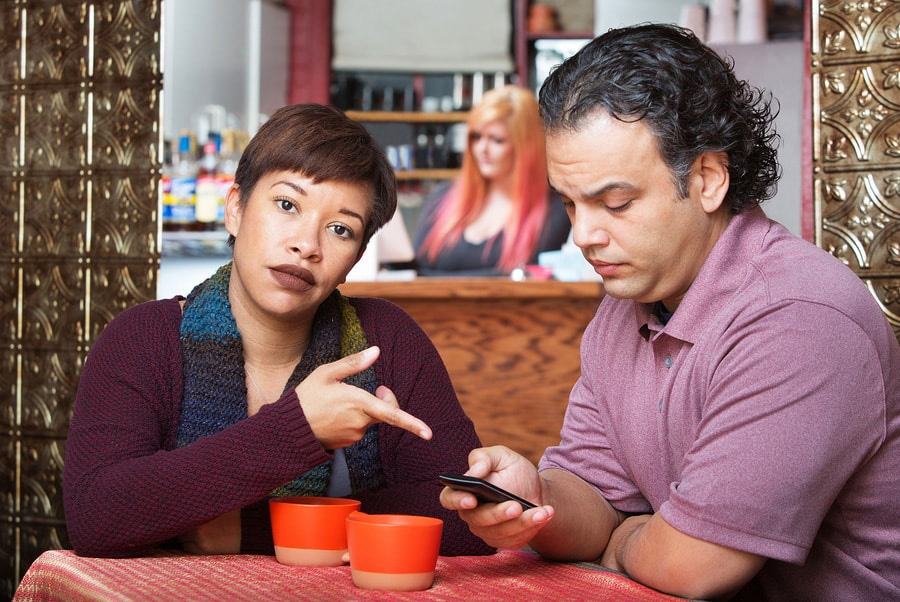 relationships-with-phubbing-are-being-hurt-by-it.jpg