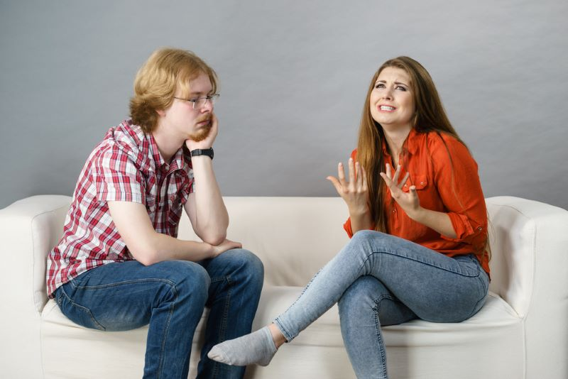 woman-talks-about-her-feelings-to-bored-man